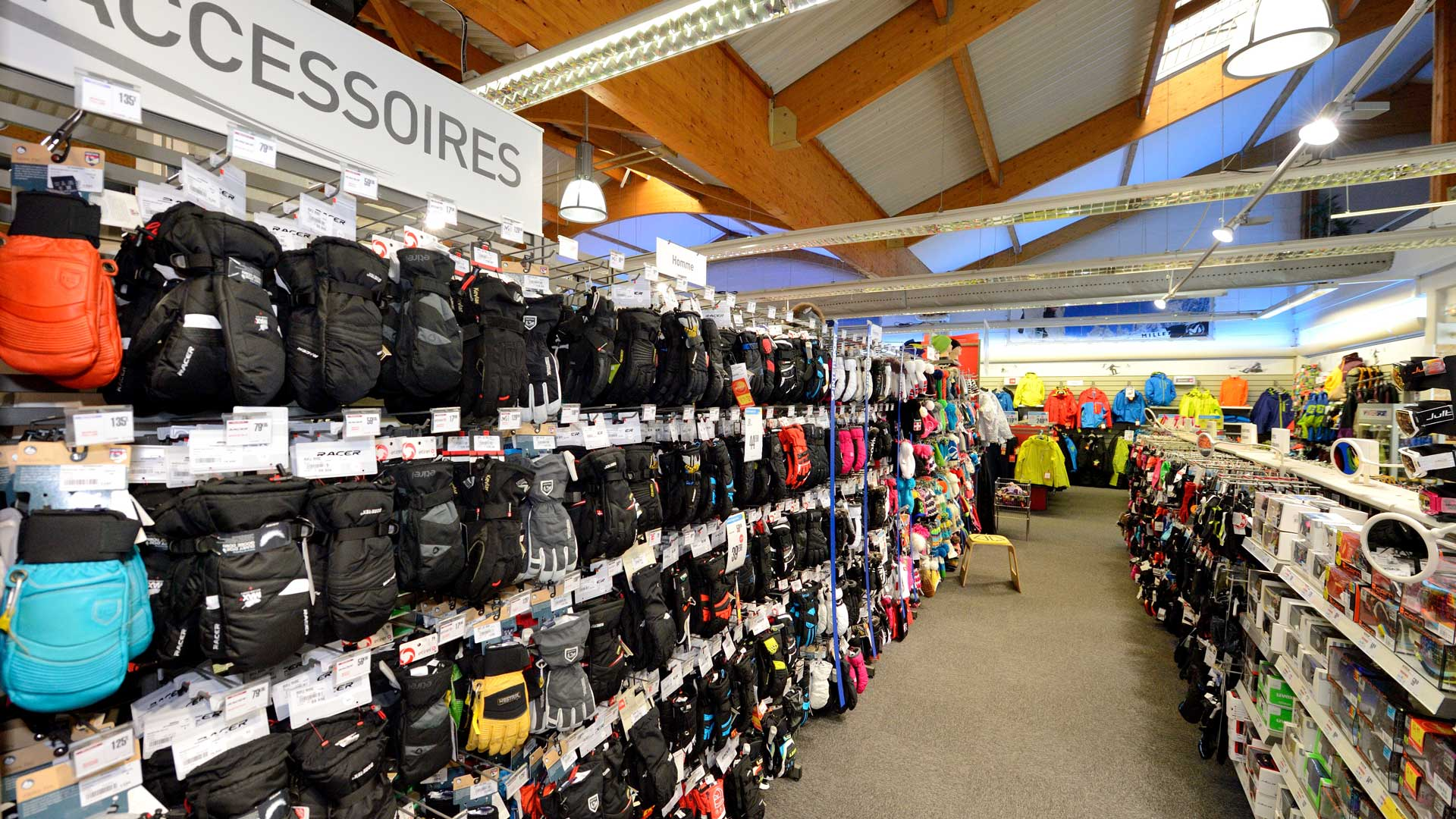 Intersport Bourg-Saint-Maurice, rayon Accessoires</